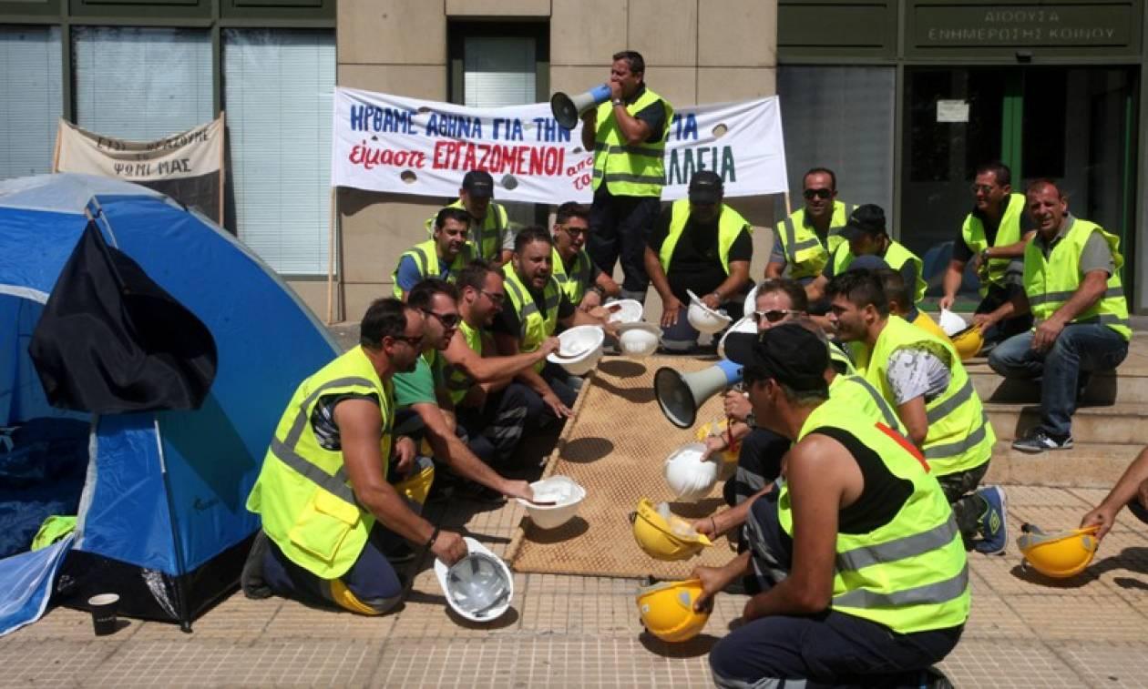 Την επαναλειτουργία των ορυχείων χρυσού ζητούν οι μεταλλωρύχοι έξω από το ΥΠΑΠΕΝ