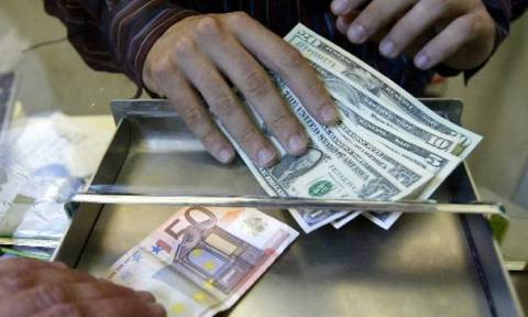 Yποχώρηση του ευρώ
