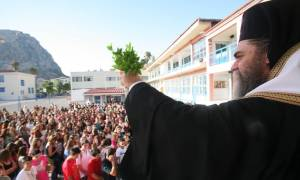 Αγιασμός: Έναρξη της σχολικής χρονιάς με χιλιάδες ελλείψεις δασκάλων