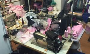 Θεσσαλονίκη: Έραβαν και πουλούσαν χιλιάδες ρούχα «μαϊμού»