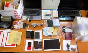 Αττική: Εξαρθρώθηκε ομάδα που έκδιδε πλαστά διαβατήρια και βίζες