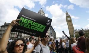 Διχασμένη η Ευρώπη - Διαδηλώσεις υπέρ και κατά των προσφύγων