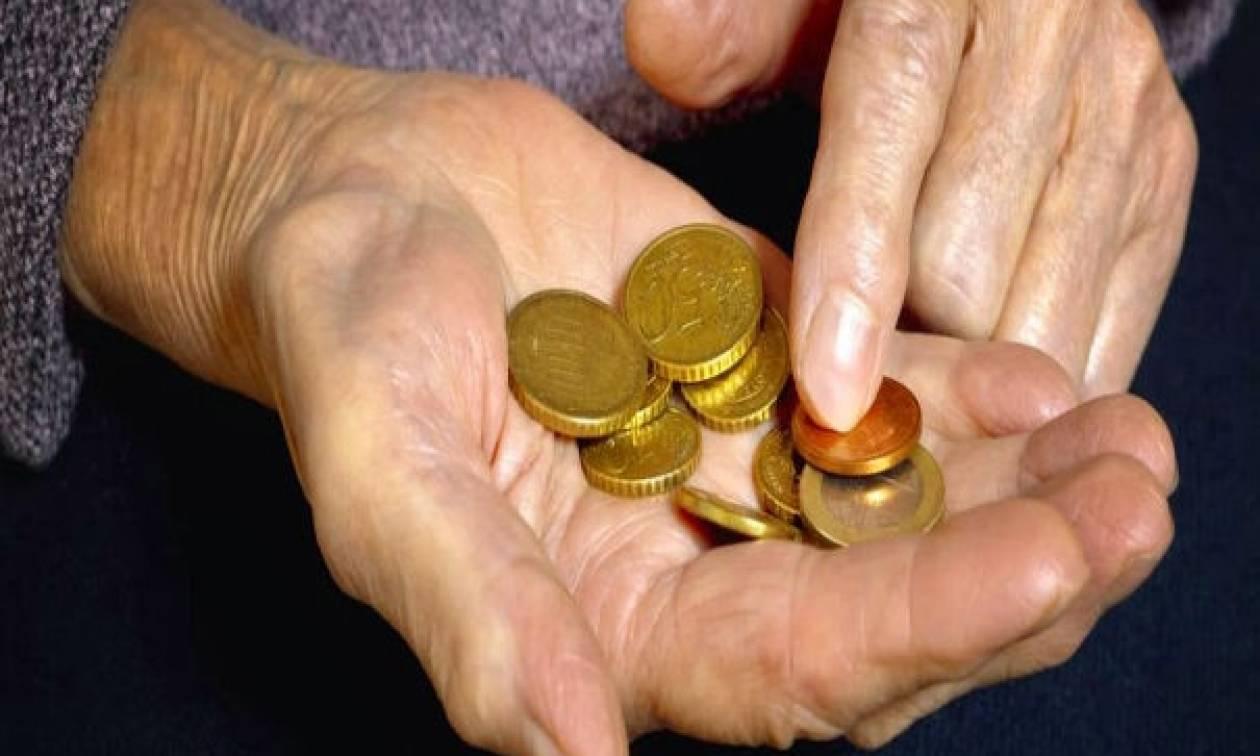 Σχέδιο «βόμβα» για περικοπή του ΕΚΑΣ σε χιλιάδες συνταξιούχους