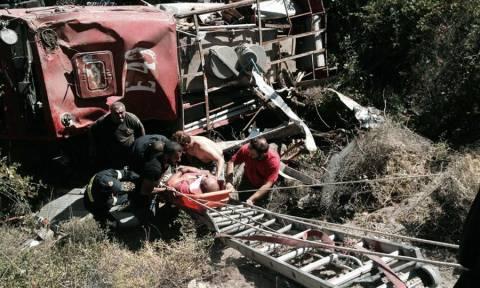 Μυτιλήνη: Ιρανοί μετανάστες σώζουν πυροσβέστες που έπεσαν σε χαράδρα (photos)