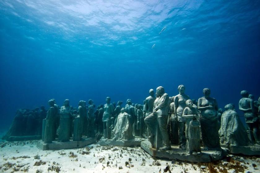 Οι τέσσερις καβαλάρηδες της Αποκάλυψης στον Τάμεση! (photos)