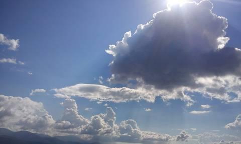 Καιρός: Αντιστέκεται το φθινόπωρο – Ζέστη και συννεφιά τη Δευτέρα (14/9)