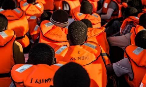 Μετανάστες - πρόσφυγες: Κάθε σωσίβιο και μια συγκινητική ιστορία (photos)
