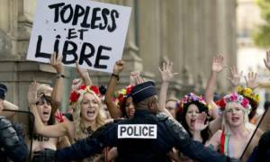 Βίντεο: Ξυλοκόπησαν δύο μέλη των FEMEN σε μουσουλμανική συνδιάσκεψη