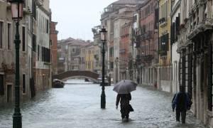 Ένας νεκρός και δύο τραυματίες στην Ιταλία από τις ισχυρές βροχοπτώσεις