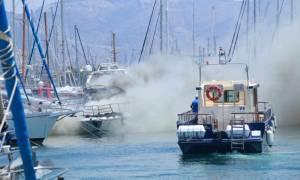 Φωτιά σε σκάφος στη μαρίνα Αγίου Κοσμά