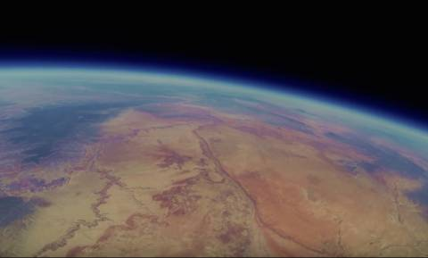 Έδεσαν κάμερα σε ένα μπαλόνι και την άφησαν στο διάστημα! (video)