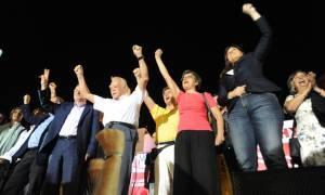 Εκλογές 2015 – ΛΑΕ: Λαφαζάνης, Ζωή, Γλέζος αγκαλιά στην προεκλογική συγκέντρωση (photos)