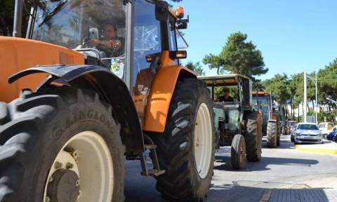 Μπλόκο στα φορτηγά από τους αγρότες στο τελωνείο Κήπων