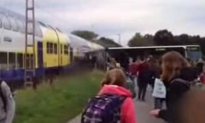 Γερμανία: Τρένο «διεμβόλισε» σχολικό λεωφορείο (video)