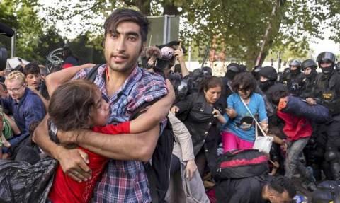 Επανενώθηκαν οι οικογένειες προσφύγων μετά τις συγκρούσεις στην Ουγγαρία