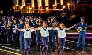 RT: Ελληνες Ικαροι στην Κόκκινη πλατεία στη Μόσχα