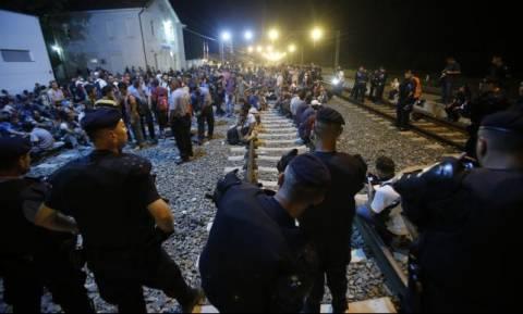 Croatia closes border crossings, but migrants keep coming