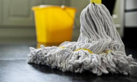 Υπογράφονται οι συμβάσεις για τις καθαρίστριες των σχολείων