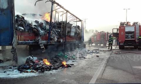 Χανιά: Στις φλόγες φορτηγό - Έκλεισε η Εθνική Οδός (photos - video)