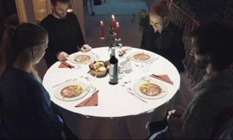 Τραπέζι μετατρέπεται σε κάτι εκπληκτικό όσο οι καλεσμένοι περιμένουν το γεύμα τους! (video)