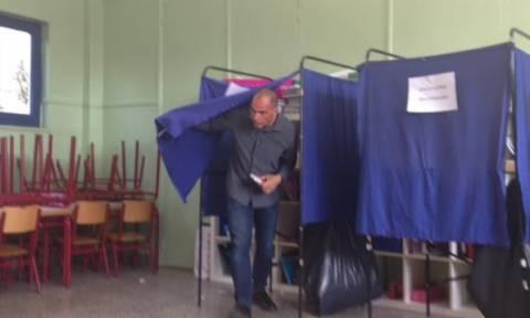 Εκλογές 2015: Φραστική επίθεση κατά Βαρουφάκη (pics&vids)