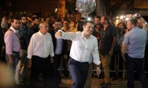 Αποτελέσματα εκλογών 2015: O Τσίπρας με τη σύζυγό του στην Κουμουνδούρου (photos)