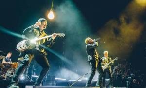 Πανικός σε συναυλία των U2 – Άντρας εισέβαλε στην αρένα με πιστόλι