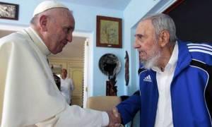 Κούβα: Η ιστορική συνάντηση Φιντέλ – Πάπα (video)