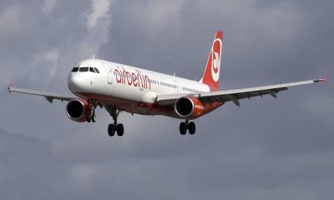 Παραλίγο τραγωδία: Άνοιξε τρύπα στο αεροπλάνο σε πτήση από το Ντίσελντορφ προς την Κω (pics)