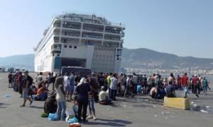 Νέο δρομολόγιο με 2.500 μετανάστες από τη Μυτιλήνη φτάνει στον Πειραιά