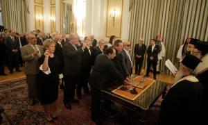 Ορκίστηκαν τα μέλη της νέας κυβέρνησης (pics+vids)
