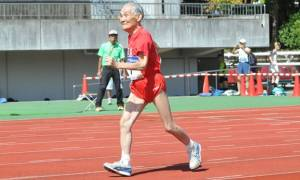 Είναι 105 ετών, σπάει τα χρονόμετρα και προκαλεί τον Μπολτ! (video)