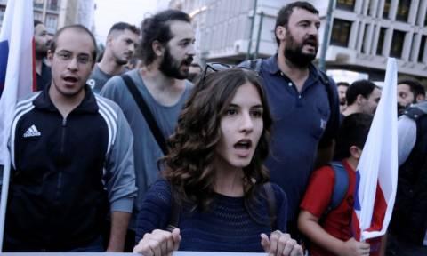 Συγκέντρωση του ΠΑΜΕ υπέρ προσφύγων και μεταναστών στην πλατεία Κλαυθμώνος (pics)
