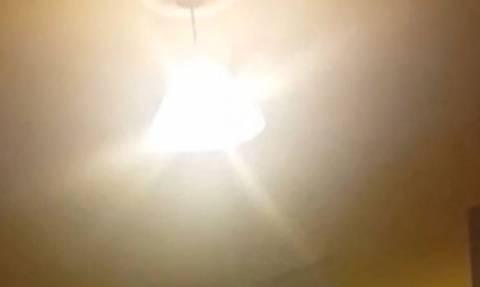 Φαντάσματα τρομοκρατούν Ιρλανδή μέσα στο ίδιο της το σπίτι (video)