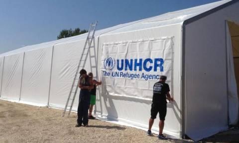 Ειδομένη: Στήνονται σκηνές για πρόσφυγες και μετανάστες