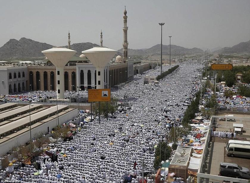 Εκατόμβη νεκρών στη Μέκκα – Με αίμα βάφτηκε το Χατζ (video & photos)