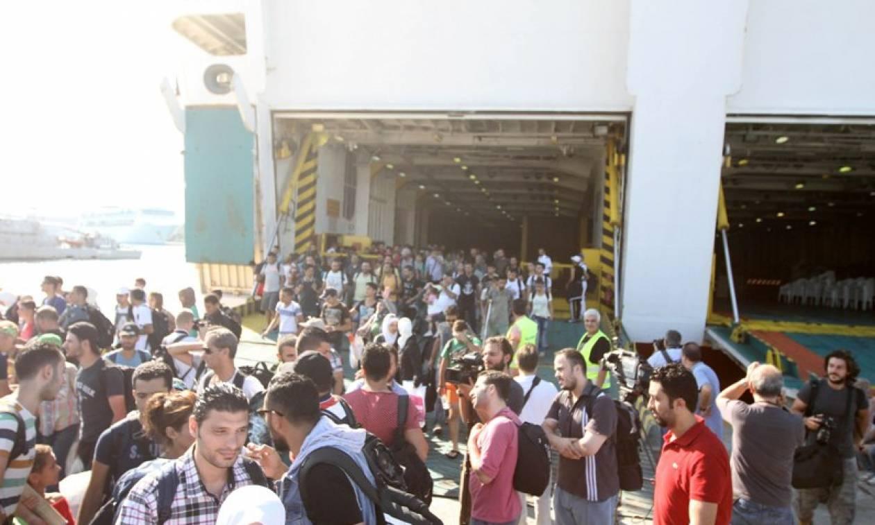 Στο λιμάνι του Πειραιά σήμερα 4.000 μετανάστες και πρόσφυγες