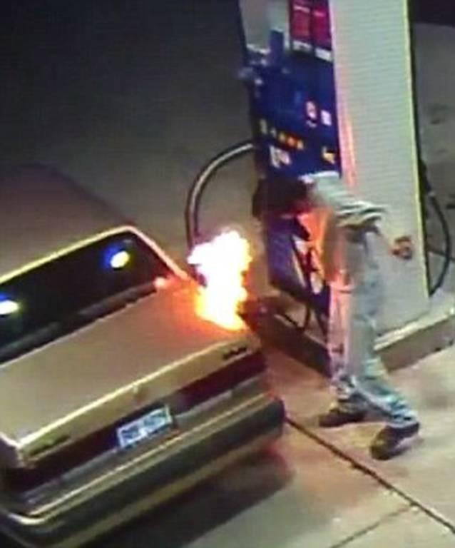 Προσπάθησε να σκοτώσει μία αράχνη και έβαλε φωτιά σε βενζινάδικο (photos)