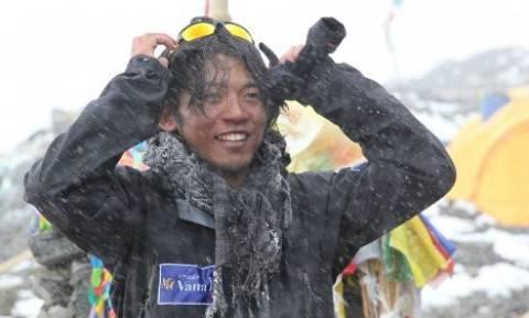 Ορειβάτης με ένα δάχτυλο ήθελε να κατακτήσει το Έβερεστ (video+photos)