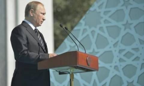 Πούτιν: Παράνομη και αναποτελεσματική η αμερικανική βοήθεια στους Σύριους αντάρτες