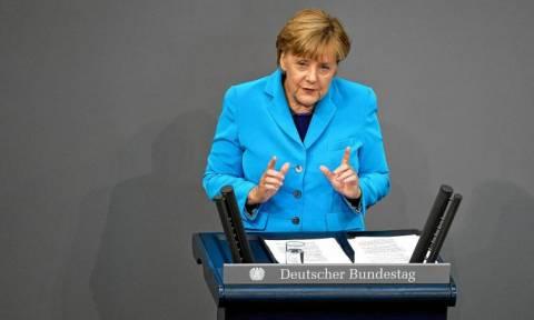 Γερμανία: Κάμψη στην δημοτικότητα της Μέρκελ προκαλεί η διαχείριση της προσφυγικής κρίσης