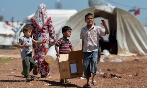 Συγκλονιστικές φωτογραφίες – Δεκάδες προσφυγόπουλα κοιμούνται στα δάση της Ευρώπης