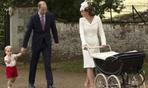 Η πριγκίπισσα Charlotte έκανε την πρώτη της εμφάνιση μετά τη βάφτισή της