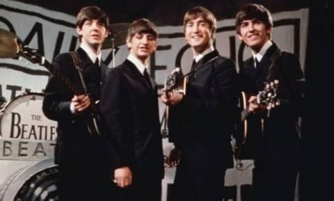 Ακόμα χρυσοφόροι: Μισό εκατομμύριο πουλήθηκε το πρώτο συμβόλαιο των Beatles (photos)