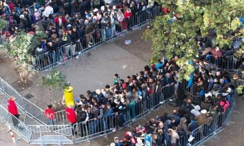 Γερμανία: Μετάφραση άρθρων του Συντάγματος στα αραβικά για τους πρόσφυγες