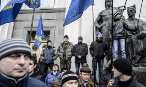 Ουκρανία: Ακροδεξιοί προπηλάκισαν τη Βαλαβάνη και τον Ήσυχο στην Οδησσό!