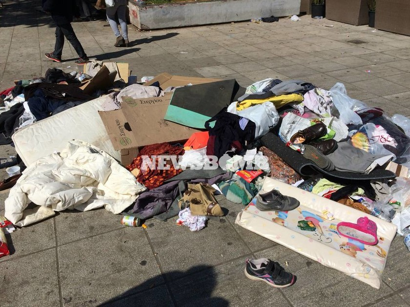 Στο κλειστό γυμναστήριο Γαλατσίου μεταφέρονται οι πρόσφυγες της πλατείας Βικτωρίας (photos - video)