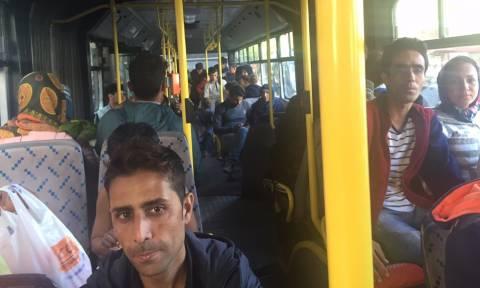 Στο κλειστό γυμναστήριο Γαλατσίου μεταφέρθηκαν οι πρόσφυγες της πλατείας Βικτωρίας (photos - videos)
