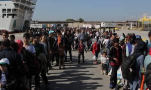 Στο λιμάνι του Πειραιά αποβιβάστηκαν το πρωί 2.651 μετανάστες