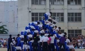 Η τρομακτική κατάρρευση ανθρώπινης πυραμίδας 150 μαθητών (video)